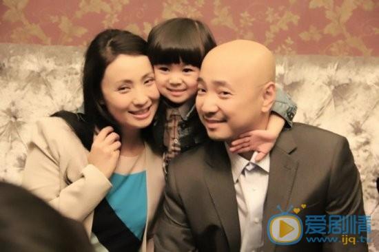 徐峥个人经历及家庭背景介绍 徐峥跟妻子女儿在一起照片
